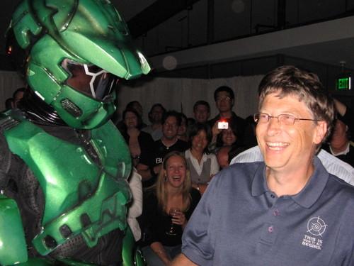 Bill Gates riendo porque caímos en sus redes